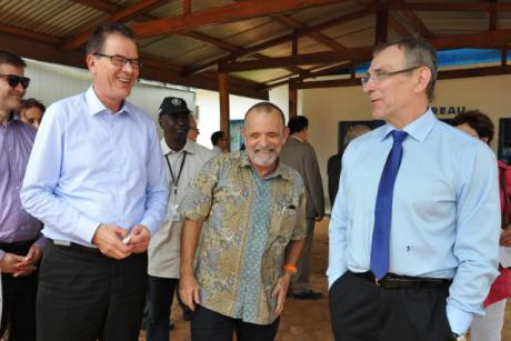 German Development Minsiter Gerd Müller, Carlos Veloso, Vice Emergency Aid Coordinator for the World Food Programme in the Central African Republic and EU Development Commissioner Andris Piebalgs (v.l.) in March in Bangui. Photo: EC