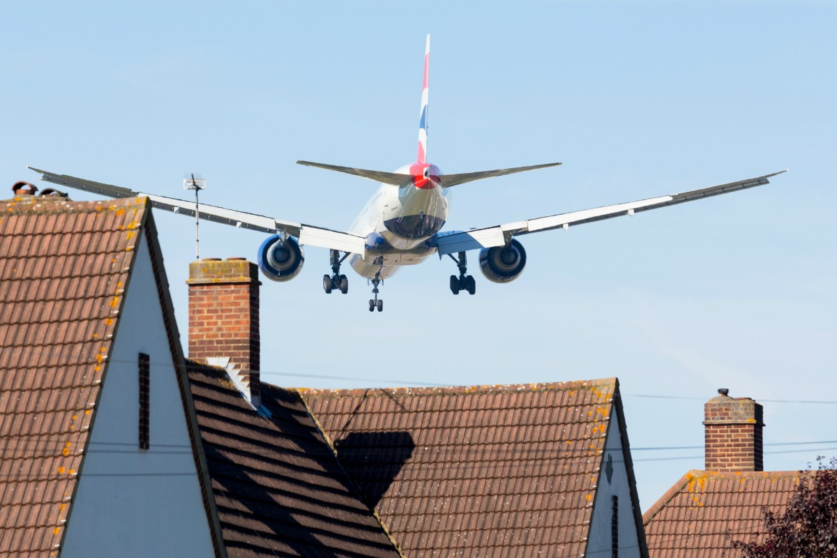 Plane approaching Heathrow airport (Shutterstock)