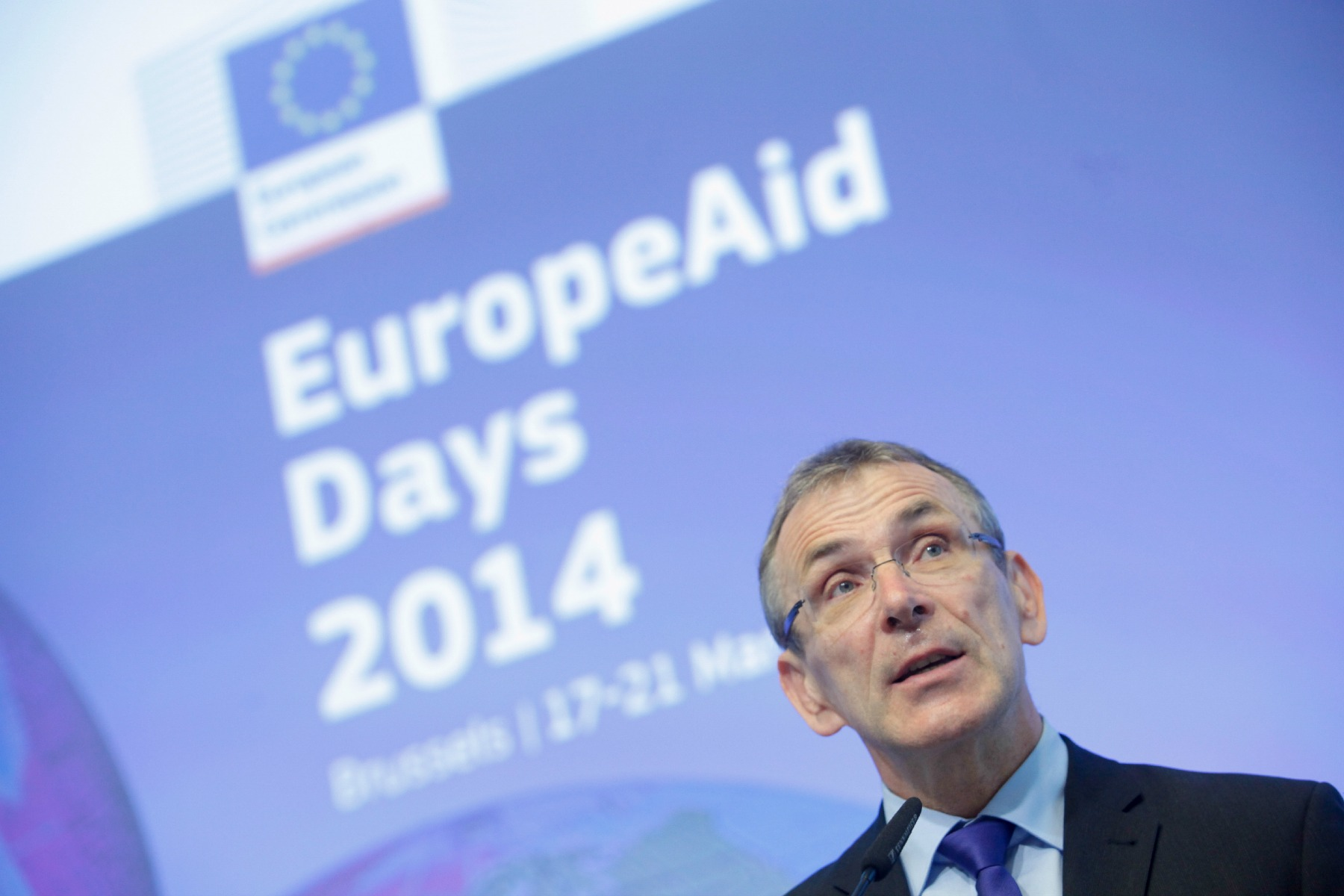 Commissioner Andris Piebalgs in front of sign 'EuropeAid' [European Commission]