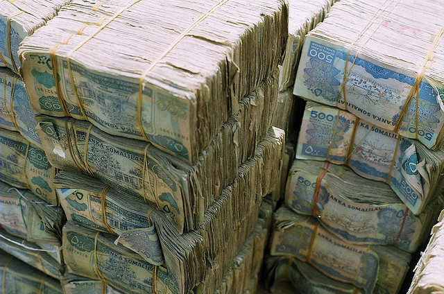 somalia money stacks