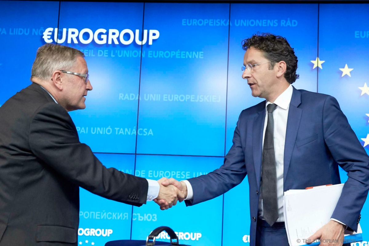 Klaus Regling (Left), CEO of the European Stability Mechanism, and Jeroen Dijsselbloem, President of the Eurogroup in Brussels on 5 May 2014 [Photo: Council of the EU]