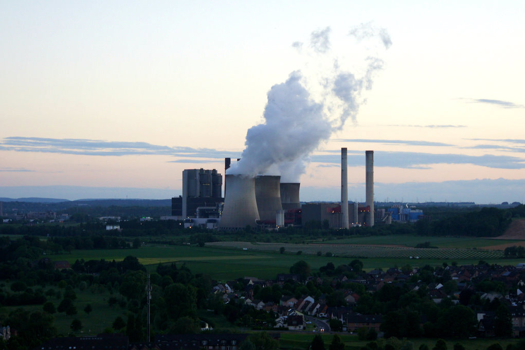 A coal power generation plant in Weisweiler, Germany. May 2014 [Thorsten Mohr/Flickr]