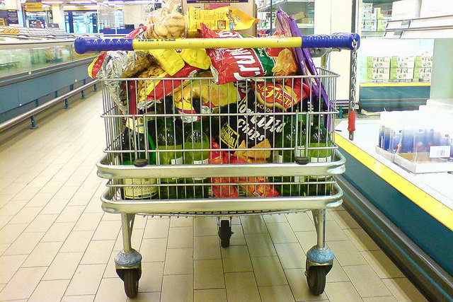 Price levels for private consumers in Germany are slightly higher than the EU average. [Thomas Schewe/Flickr]