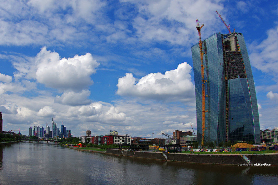 The skyline in Frankfurt, Germany featuring the European Central Bank (right). August 2013 [Lutz Koch/Flickr]