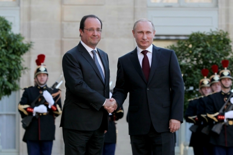 François Hollande and Vladimir Putin at Elysée palace in Paris [French Presidency]