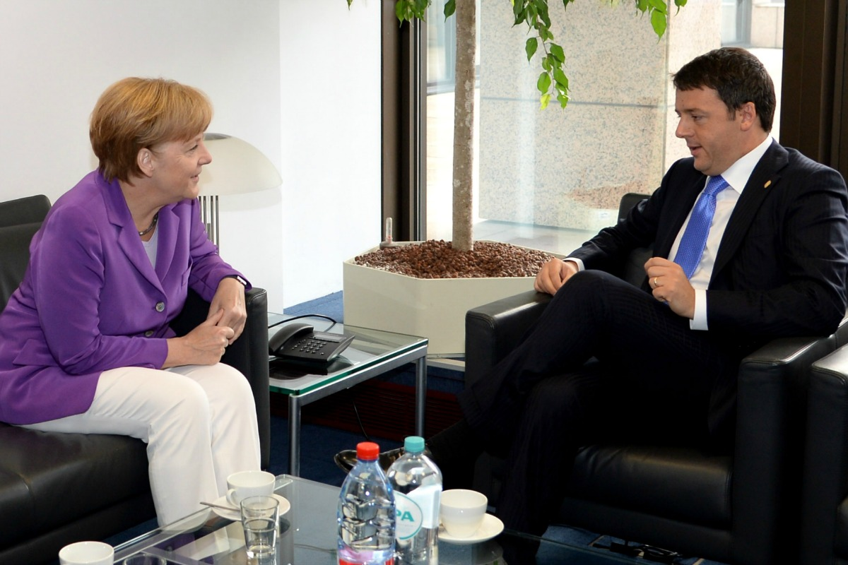 German Chancellor Angela Merkel (Left) speaks with Italian Prime Minister Matteo Renzi at the EU summit, Brussels, 27 June 2014 [Photo: Council of the European Union]