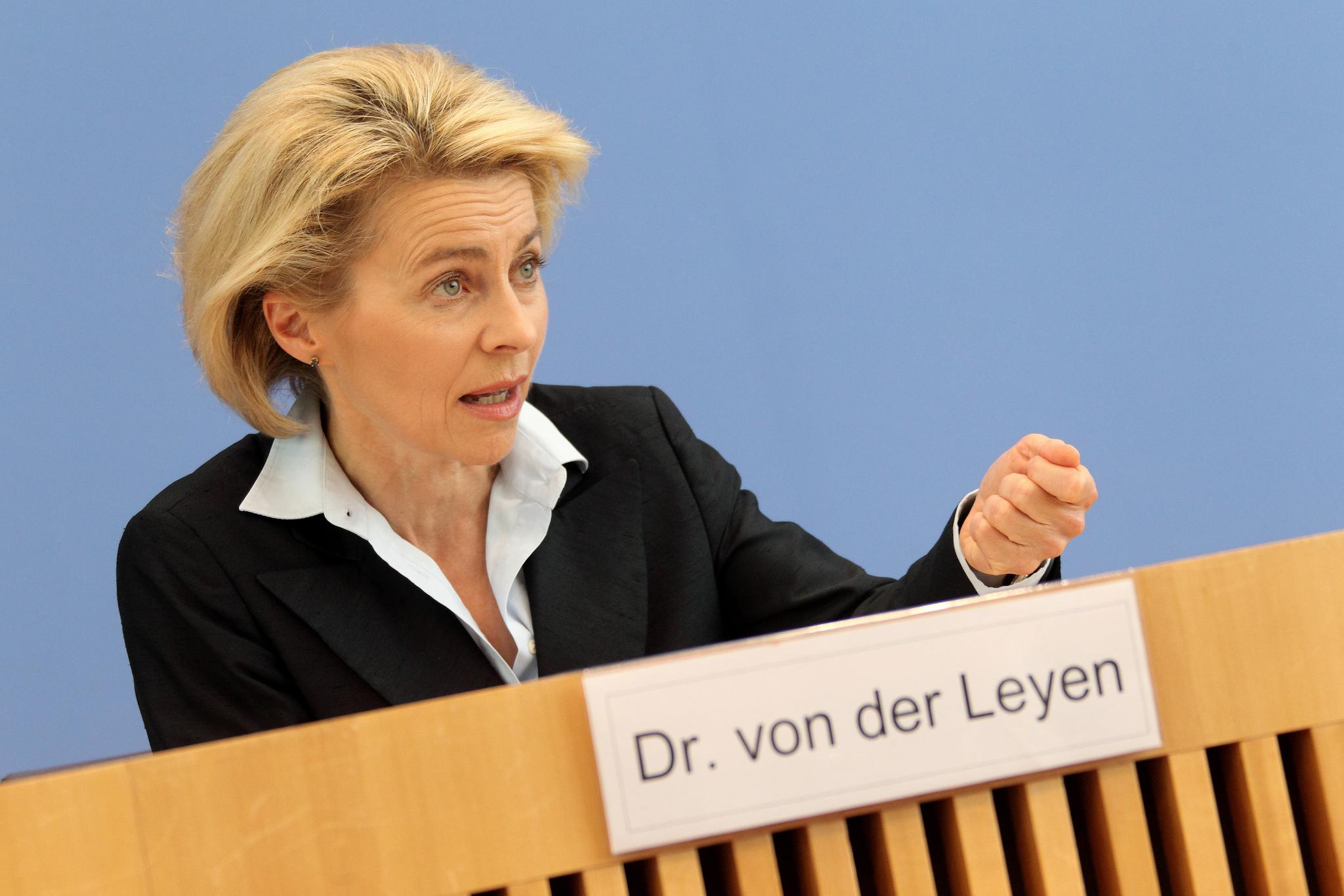 German Defence Minister Ursula von der Leyen speaks in Berlin. 2014 [Sebastian Wilke/Medien Bundeswehr/Flickr]