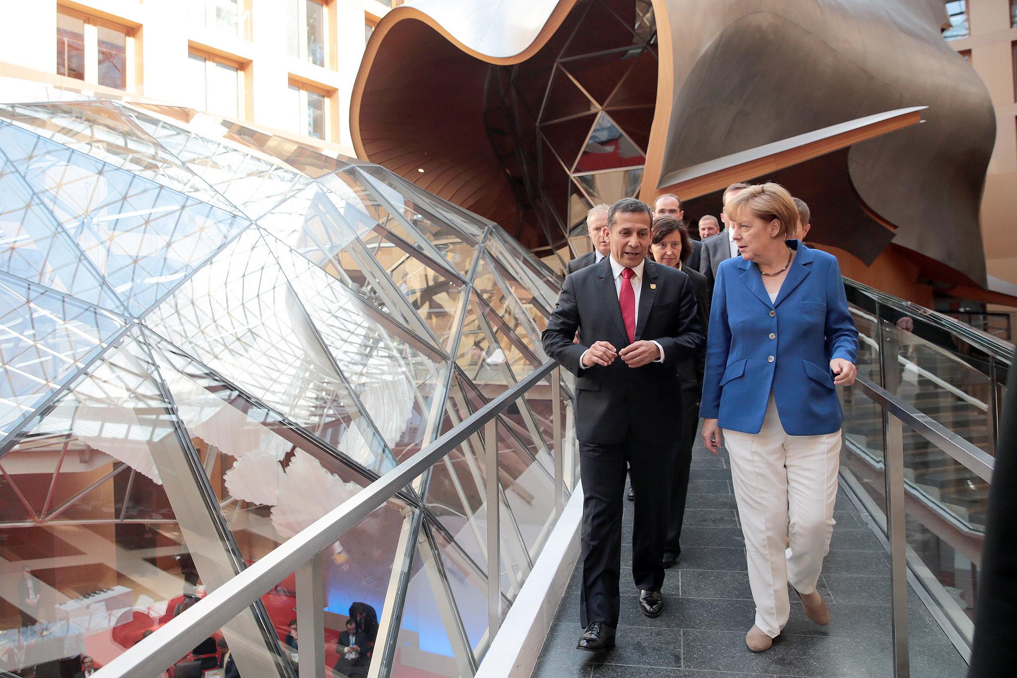 Peruvian President Ollanta Humala speaks with German Chancellor Angela Merkel during the political segment of the Fifth Petersberg Dialogue in Berlin. [Presidencia Perú/Flickr]