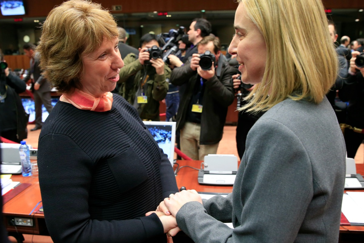 Federica Mogherini (right), Italian Minister for Foreign Affairs, speaks with EU foreign policy chief Catherine Ashton in Brussels, 3 March 2014 [Photo: The Council of the European Union]