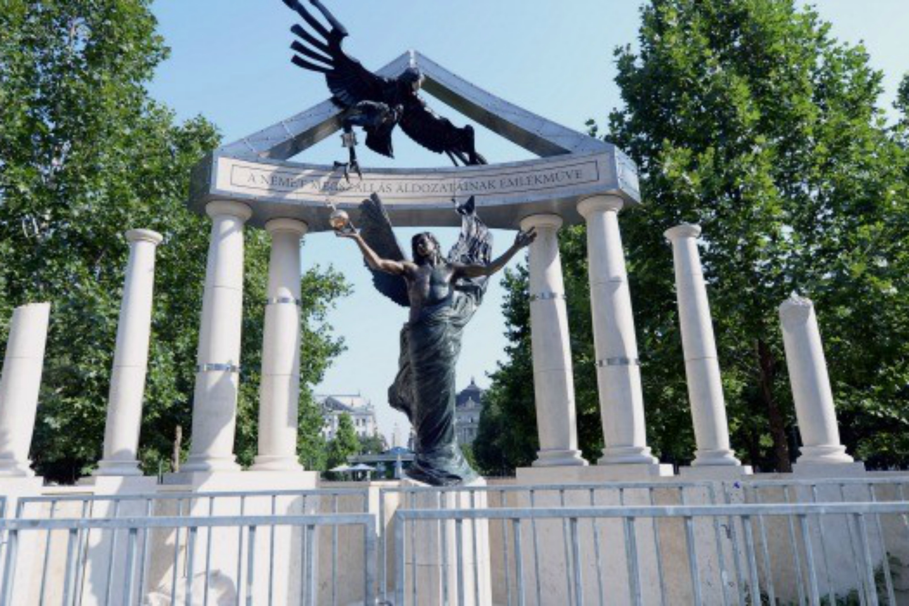 Monument of World War II. Monuments to historical personalities and events 75
