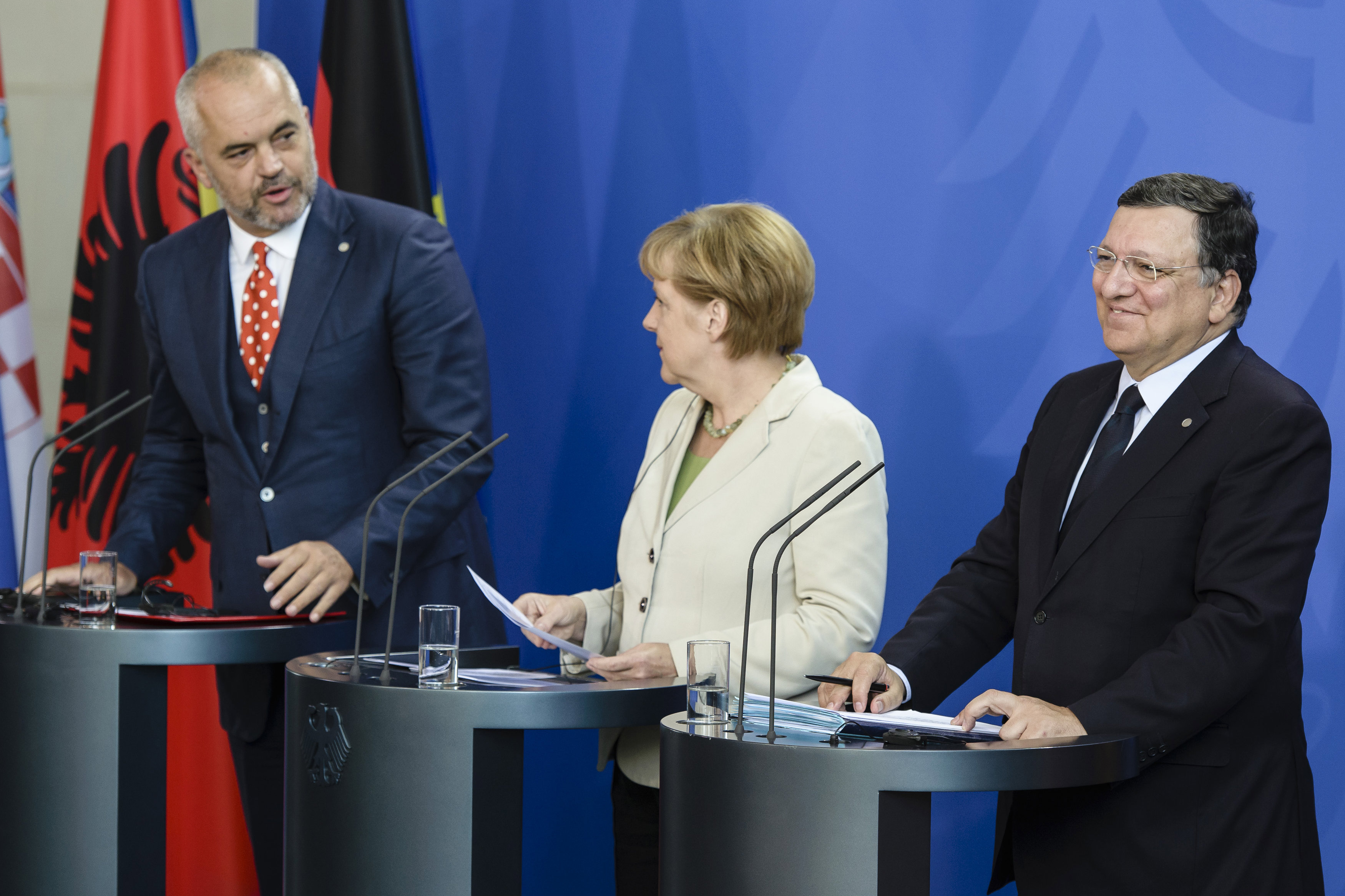 Albanian Prime Minister Edi Rama, German Chancellor Angela Merkel and European Commission President José Manuel Barroso hold a joint press conference at the Western Balkans Conference in Berlin on Thursday (28 August). [EC]