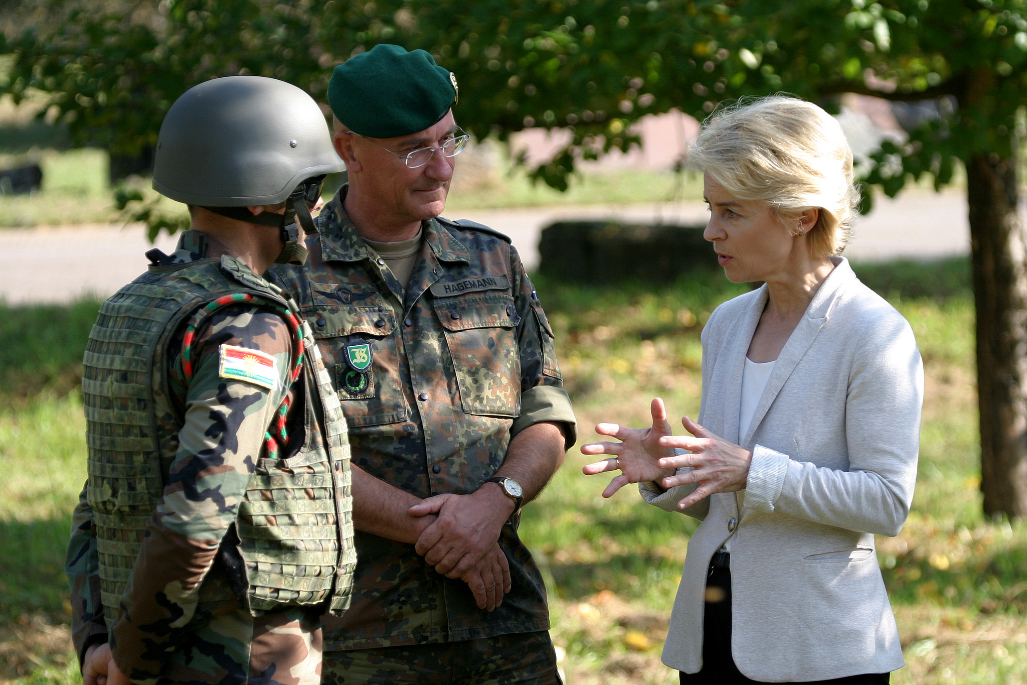 German Defense Minister Ursula von der Leyen speaks with German troops during a training exercise on 2 October, 2014. [Medien Bundeswehr/Flickr]