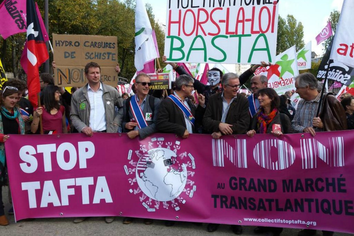 Anti-TTIP protesteors march in Paris, 11 Oct. 2014 [Photo: collectif national unitaire stop TAFTA]