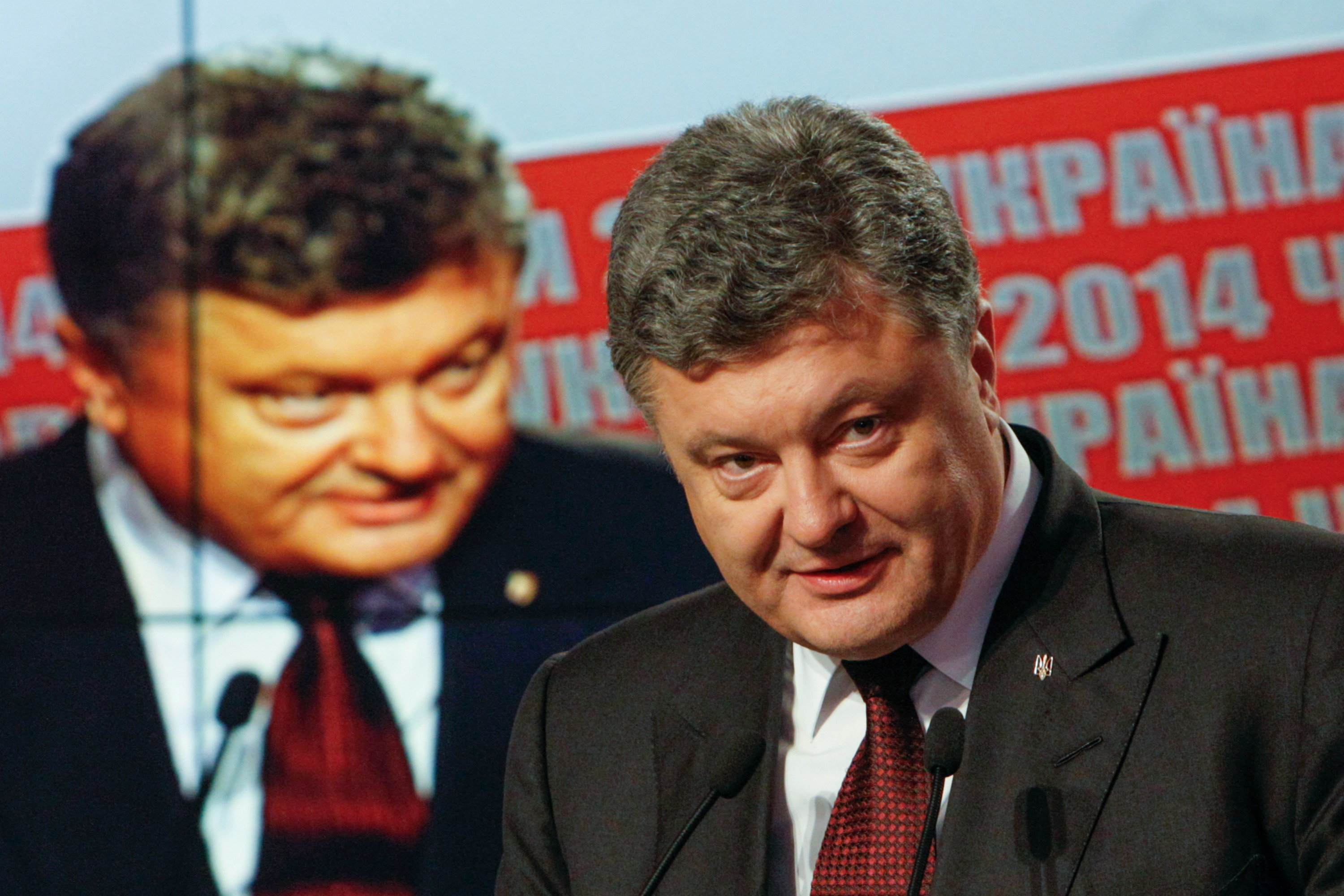 Ukraine's President Petro Poroshenko talks to the media during a news briefing in Kyiv, October 26, 2014.