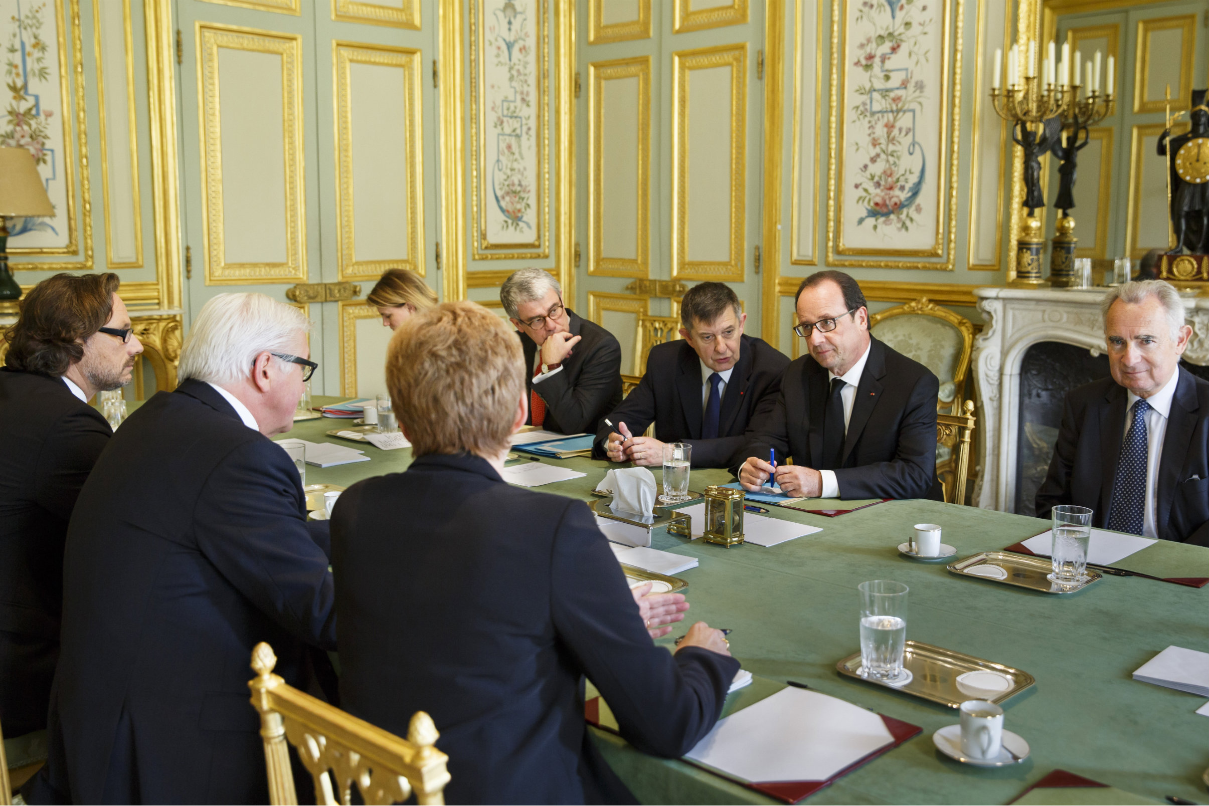 German Foreign Minister Frank-Walter Steinmeier attends as a guest in a meeting of the French cabinet with President Francois Hollande. [Auswärtiges Amt]