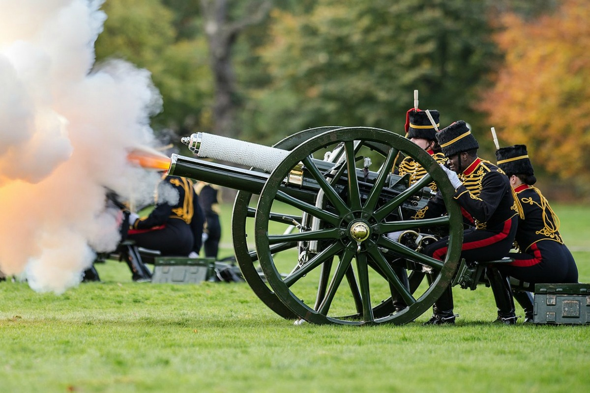 Gun Salute by the Kings Troop Royal Horse Artillery. [UK Ministry of Defence/Flickr]