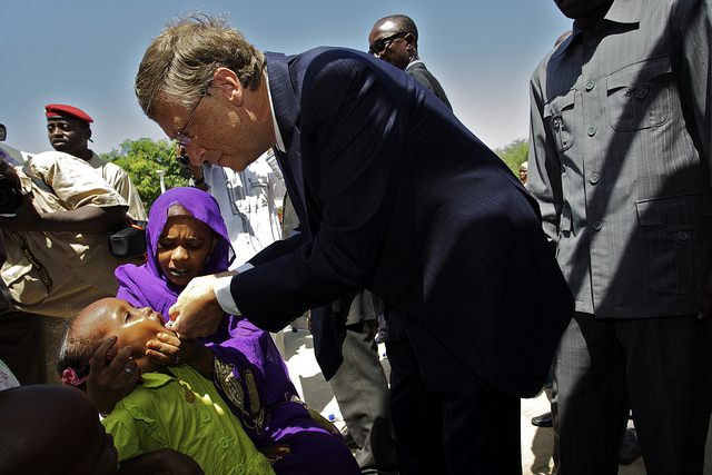 Bill Gates administers polio drops to a child in Chad. [Gates Foundation/Flickr]