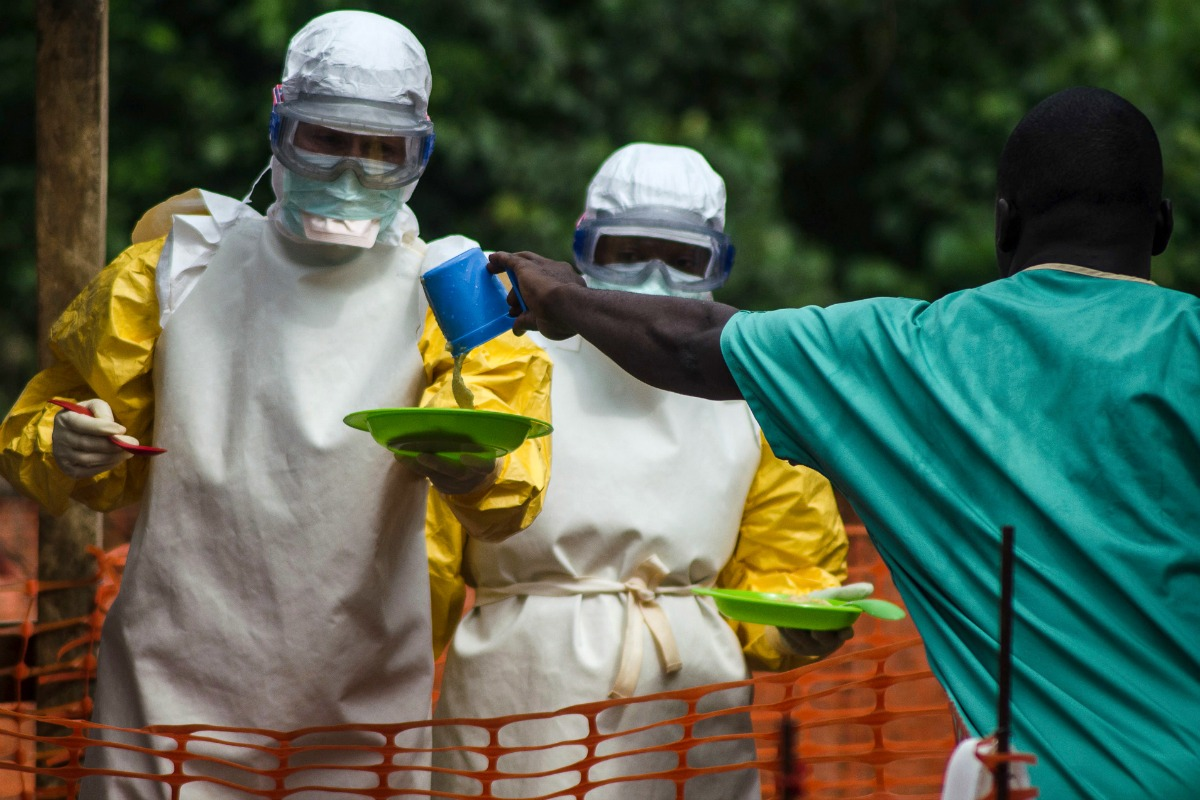 Medical staff working with Medecins sans Frontieres (MSF) prepare to bring food to patients kept in an isolation area at the MSF Ebola treatment centre in Kailahun July 20, 2014 [Photo: Reuters]
