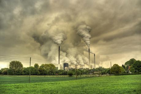 Only a drastic elimination of outdated coal-fired power plants will allow Germany to reach its 2020 emissions targets, economists at the DIW Berlin said. [Guy Gorek/Flickr]