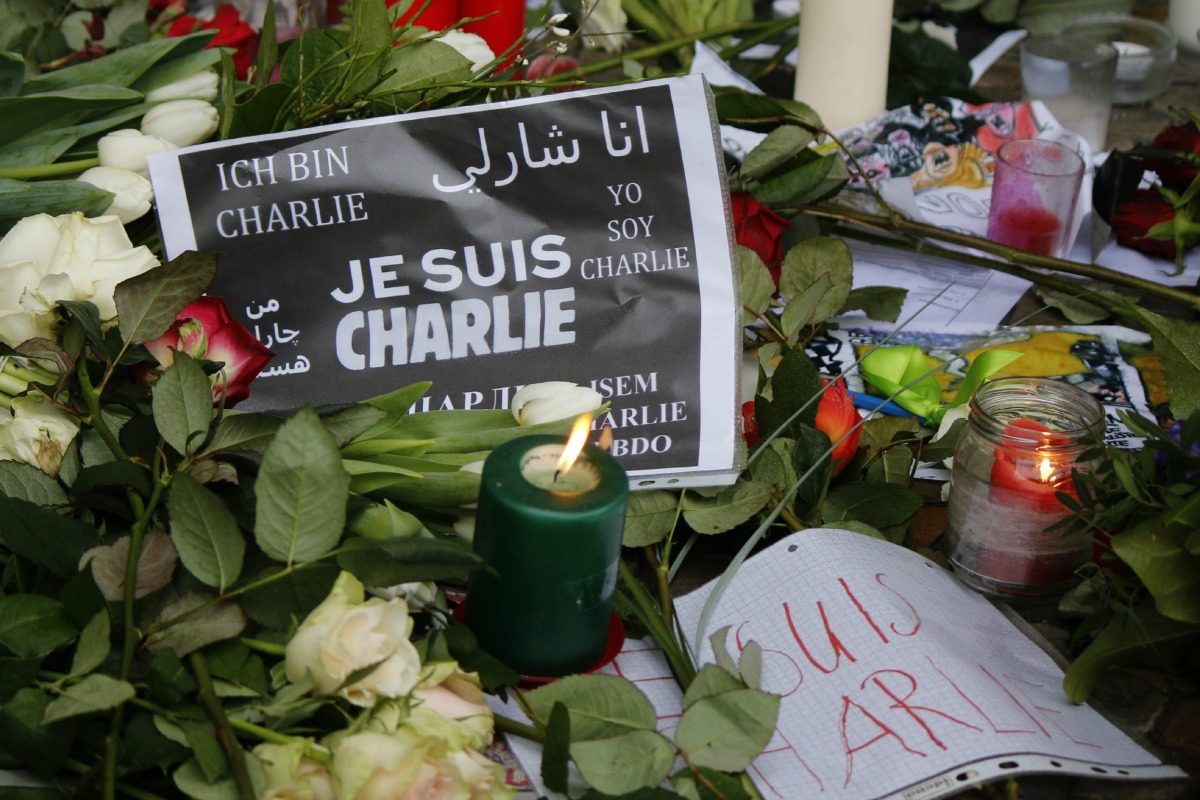 """""""Je suis Charlie"""" - mourning at the French Embassy in Berlin for the victims of the massacre at the French magazine """"Charlie Hebdo"""""""