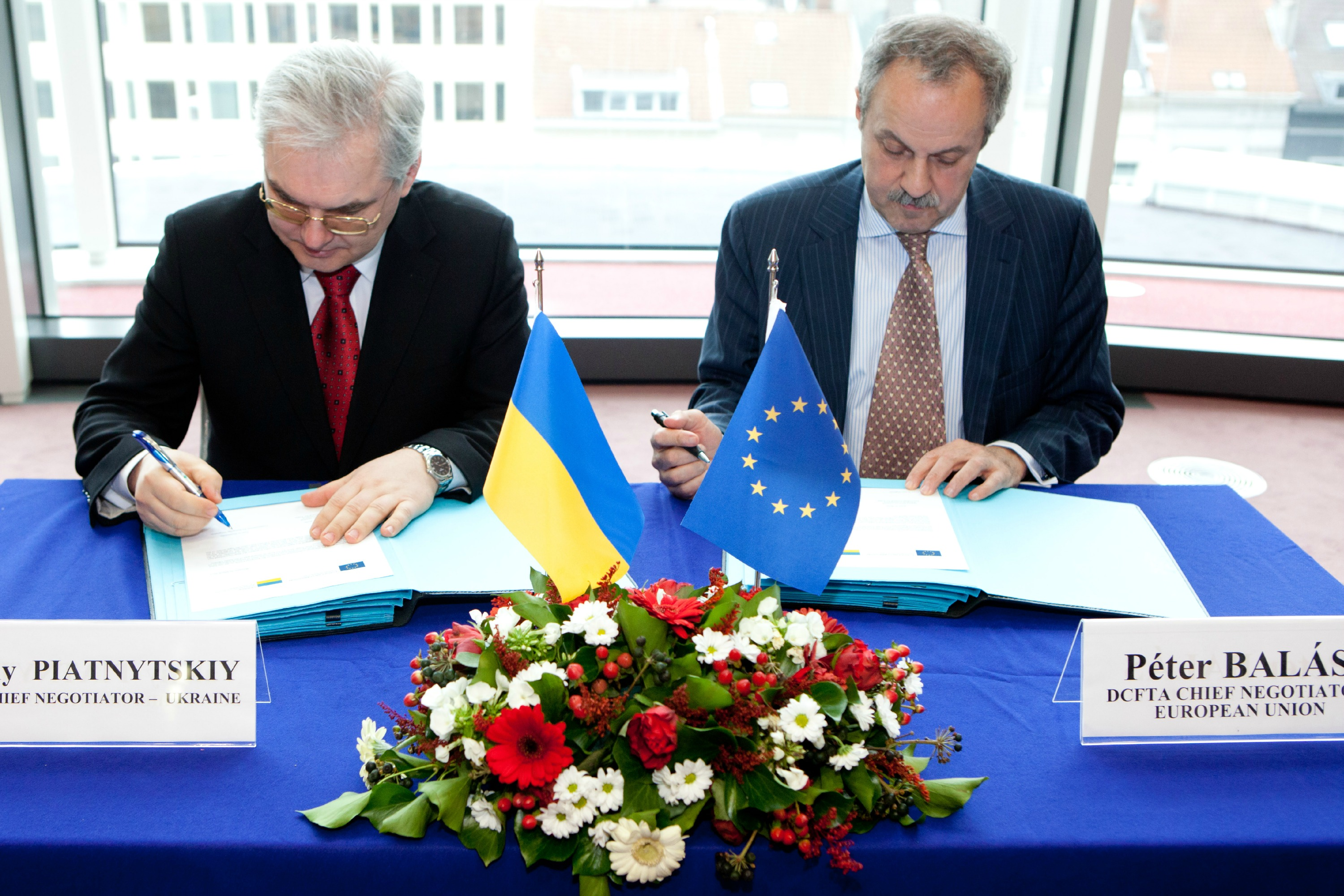 Eu To Postpone Ukraine Free Trade Pact To 2016 Euractiv