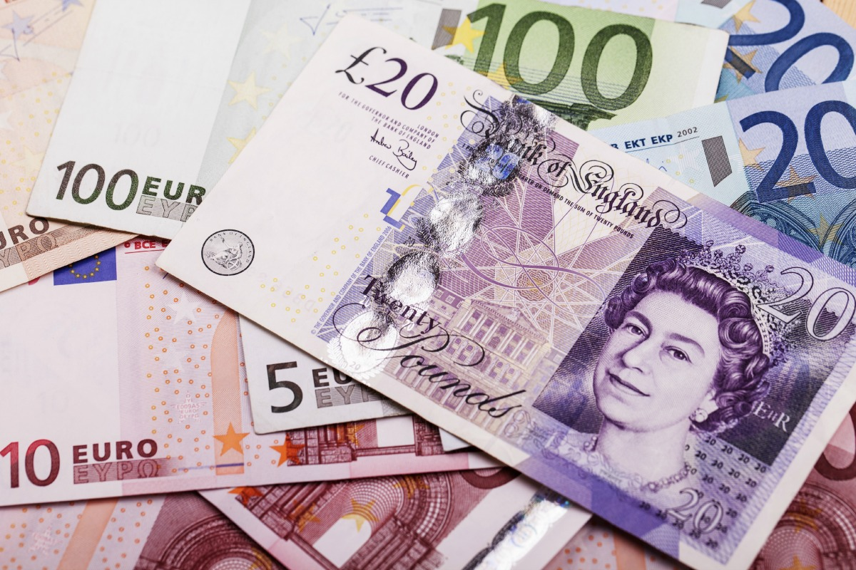 Pound sterling and euro notes