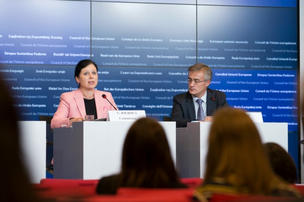 EU Justice Minister Vera Jourova with Luxembourg Minister of Justice Felix Braz on 9 October