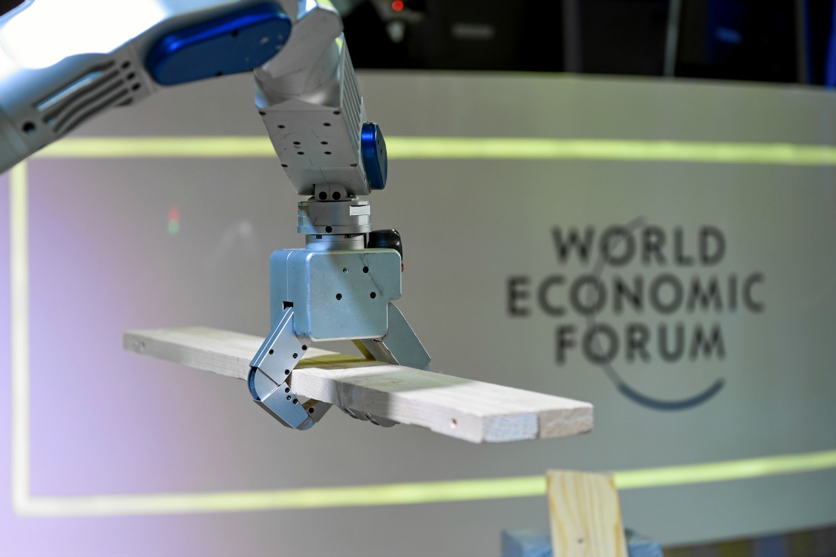 World Economic Forum 2016: Robot HUBO