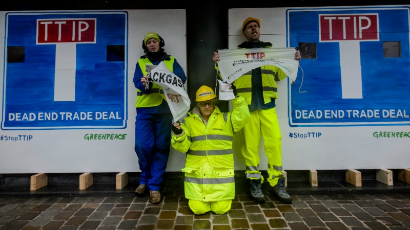 TTIP talks blocked by Greenpeace