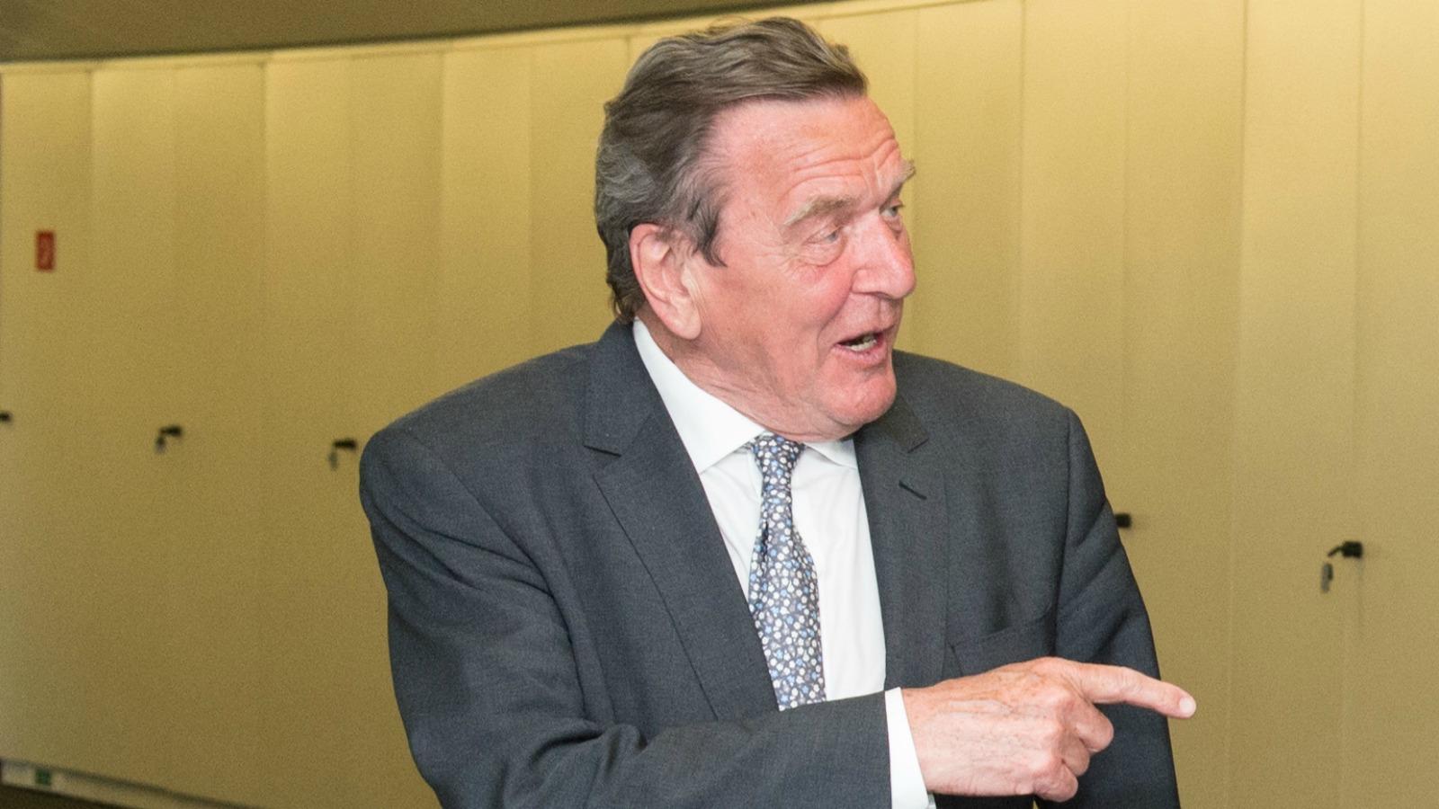 gazproms schrder holds friendly meeting with juncker - Gerhard Schroder Lebenslauf