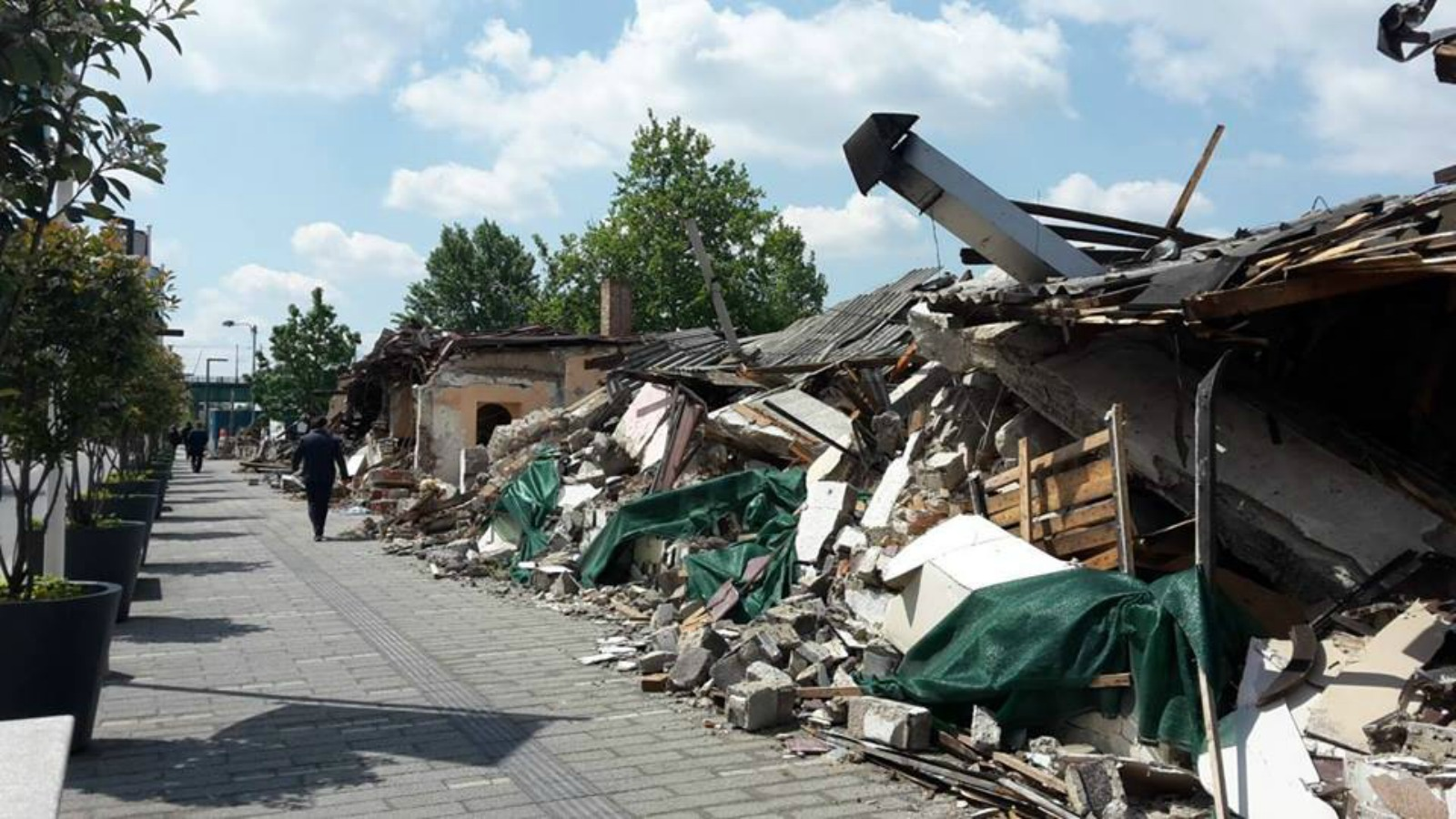 The destroyed buildings at Hercegovacka street [Ne davimo Beograd (Don't drown Belgrade Initiative]