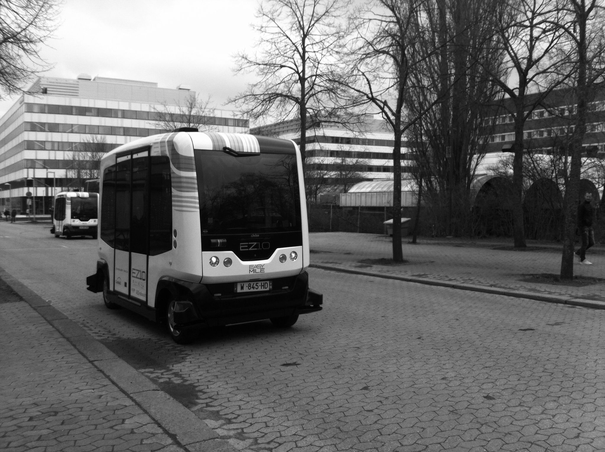 paris rolls out driverless bus service to fight pollution and congestion. Black Bedroom Furniture Sets. Home Design Ideas