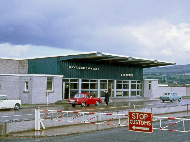 Britain unveils new Brexit plan with warning of no deal