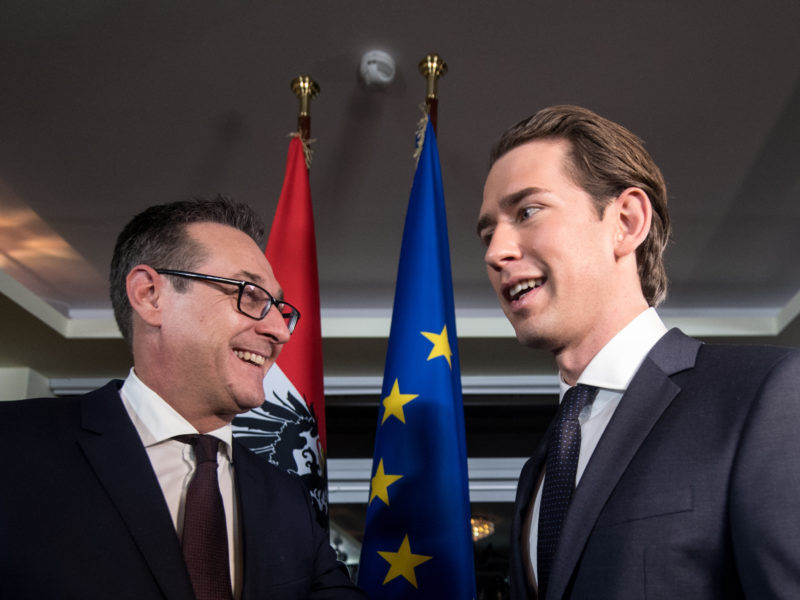 Austria 'ready to protect southern borders' amid tension over German migrant deal