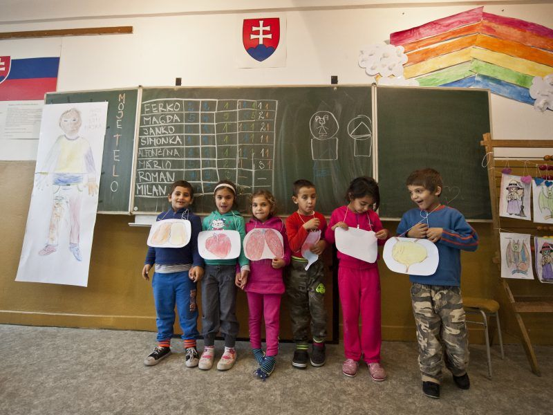 Schools open to all? Slovakia uses EU funds to include Roma children –  EURACTIV.com