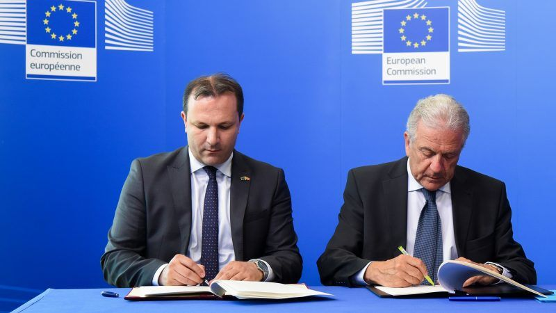 EU to deploy border guards in Macedonia to curb migrants