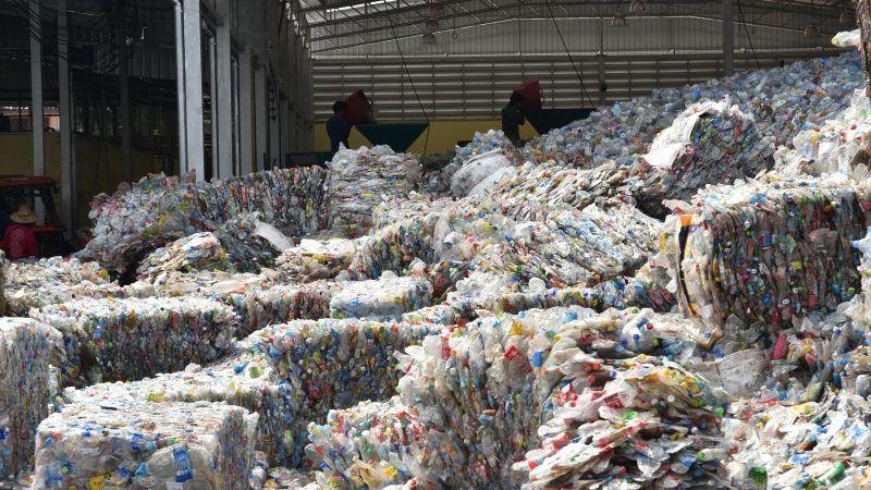 Make use of recycled plastic mandatory, EU told – EURACTIV com