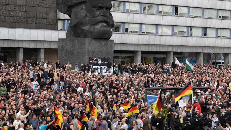 german far right protesters clash with leftists after chemnitz stabbing. Black Bedroom Furniture Sets. Home Design Ideas