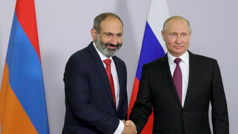 https://www.euractiv.com/wp-content/uploads/sites/2/2018/10/Pashinyan-Putin-800x450.jpg