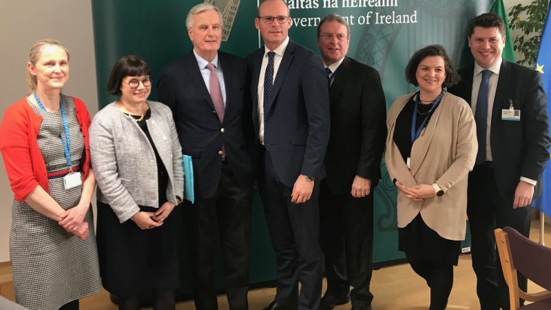 UK Brexit secretary to meet Barnier in Brussels