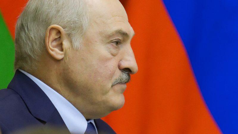 Un régimen en el laberinto: Lukashenko, ¿supervivencia política a la sombra del Kremlin?