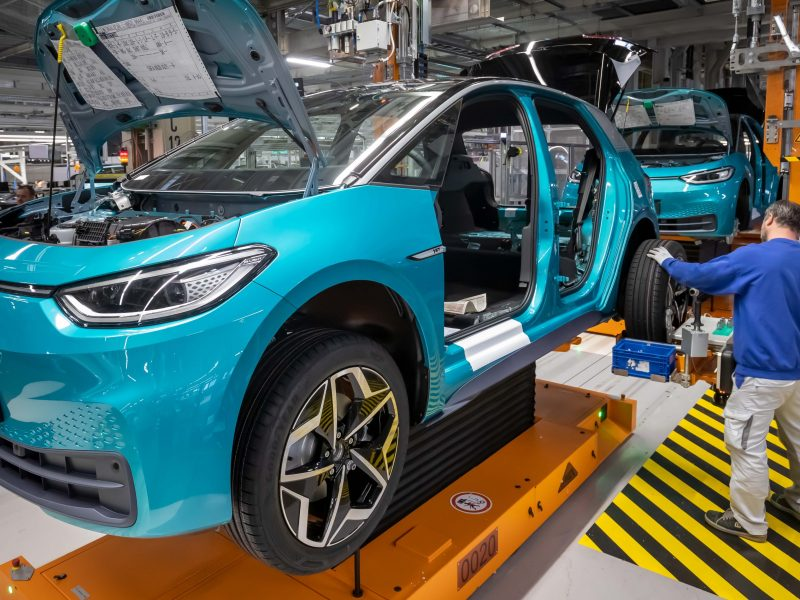 Worst crisis ever': Carmakers line up for recovery cash amid calls to go  green – EURACTIV.com