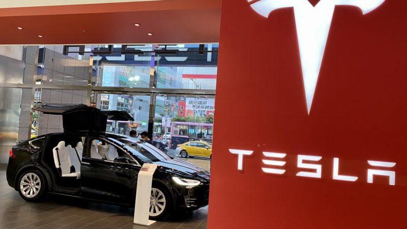 Tesla's value drops $50 billion as cheaper batteries three years away