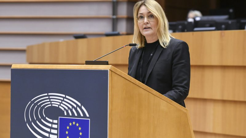 Online sellers of dangerous and counterfeit goods could be further targeted under the European Parliament's Internal Market committee report on the Digital Services Act, the lead MEP on the text said on Tuesday (23 February).