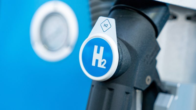 Using hydrogen fuel risks locking in reliance on fossil fuels, researchers warn – EURACTIV.com